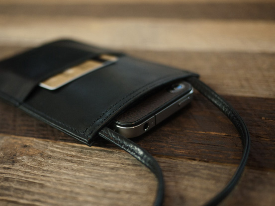 8-best-neck-wallets-for-completed-safety